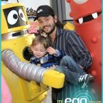 Diego Luna y su Hijo Jeronimo en Yo Gabba Gabba