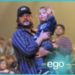 Diego Luna y su hijo en Yo Gabba Gabba! Live!